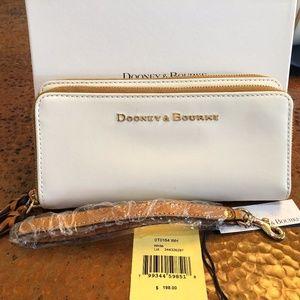 BNWT White Dooney & Bourke Wallet Wristlet Tasssel